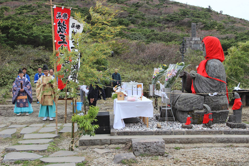 Ceremony for mountaineers at Jizoyama