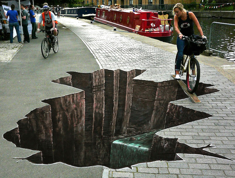 We did found some extraordinary Street Art, but the name of the artists are not given